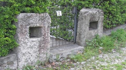 Abbadia: I massi di Chiesa Rotta
