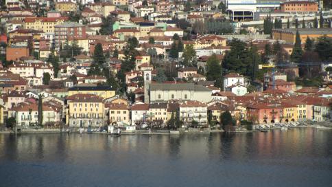 Fig. A  - Parte del vecchio nucleo di Mandello presso la chiesa di S.Lorenzo