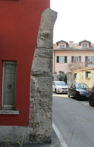 Fig. N: Resti della Porta di San Vittore